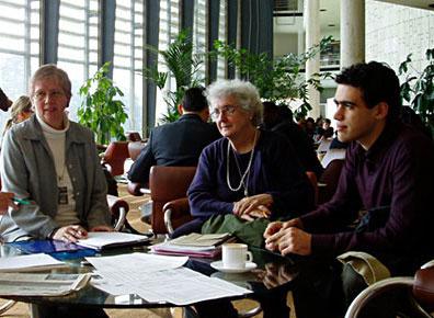 Rosa Packard, center, at the UN in Geneva in 2005, with Hannelore Morgenstern-Przygoda (Grrmany) and Adam Maor (Israel). Photo by Freidrich Heilmann